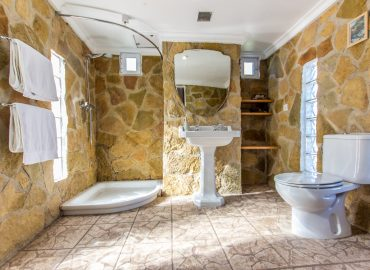 Bathroom 360Suite with nature stones